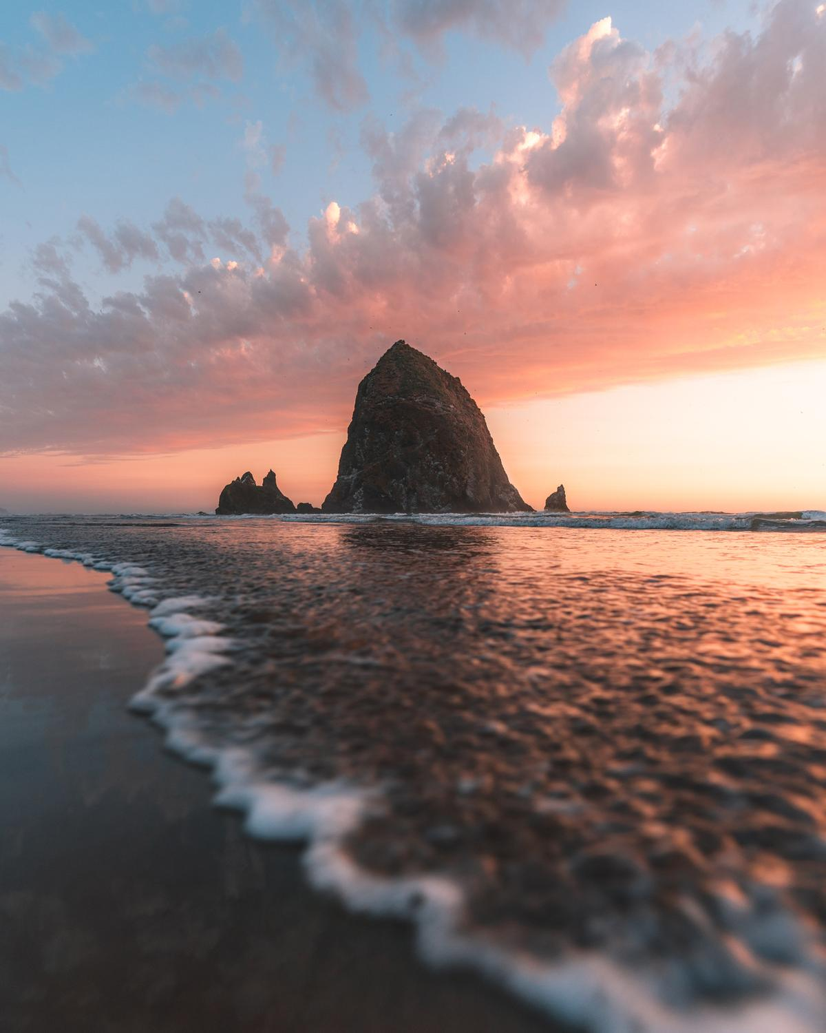 Capturing a wave in front of Haystack Rock